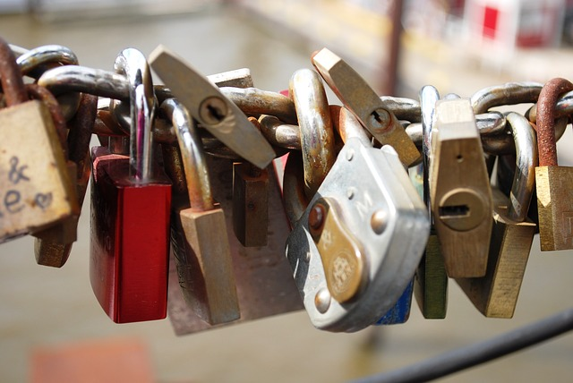 locks-332093_640